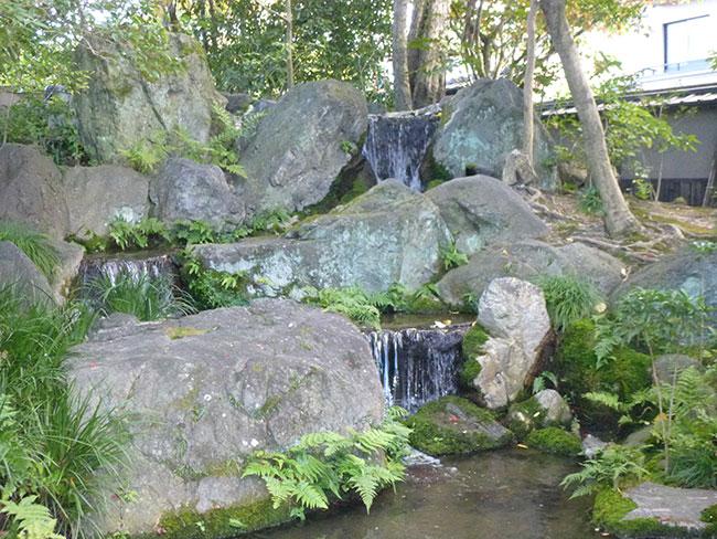 琵琶湖疎水をとり入れた三段の滝