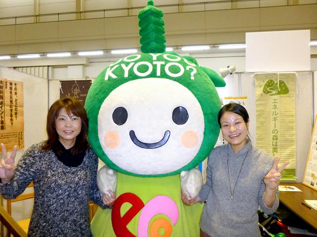 エコちゃんと女性スタッフ