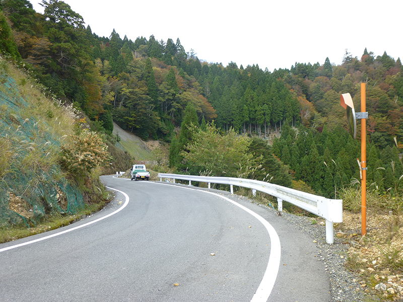 舗装された広域基幹林道
